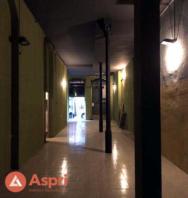 Local a josep anselm clav aspri for Oficina habitatge barcelona